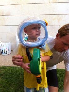 Benjamin met gasmasker