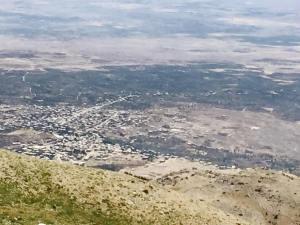 Het Druzen stadje aan Syrische zijde. Geen leven op straat.